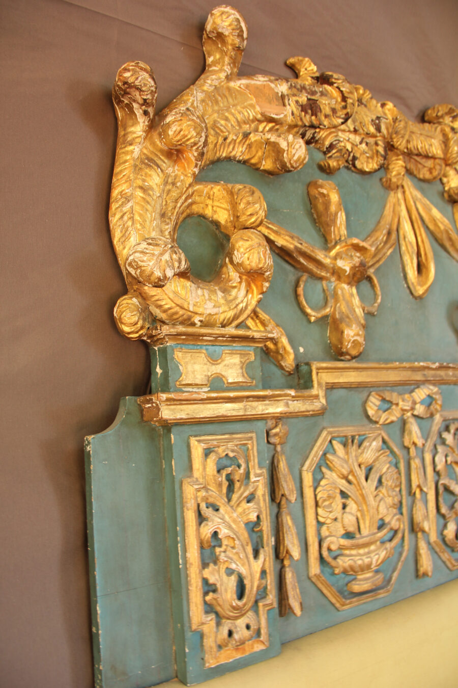 Testate del letto Fastosa testata di letto in legno dorata e laccata azzurra