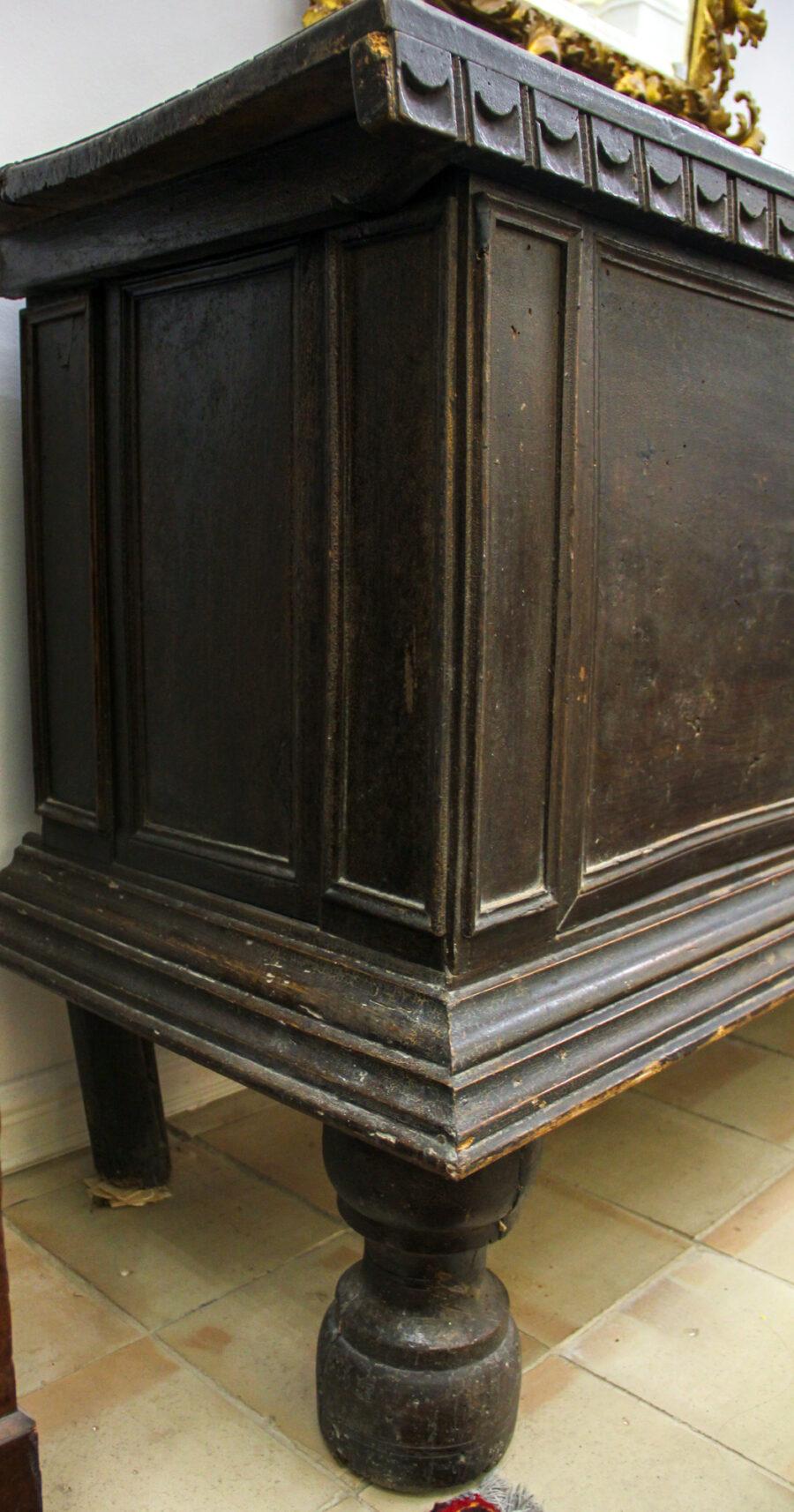 Cassettone Cassapanca in noce siciliana Luigi XIV con riquadri sul fronte e sui laterali