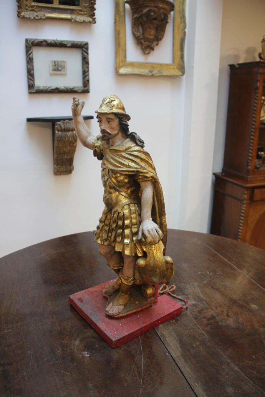 Oggetti da collezione San Costantino in abiti Romani con elmo, scudo, e mantello