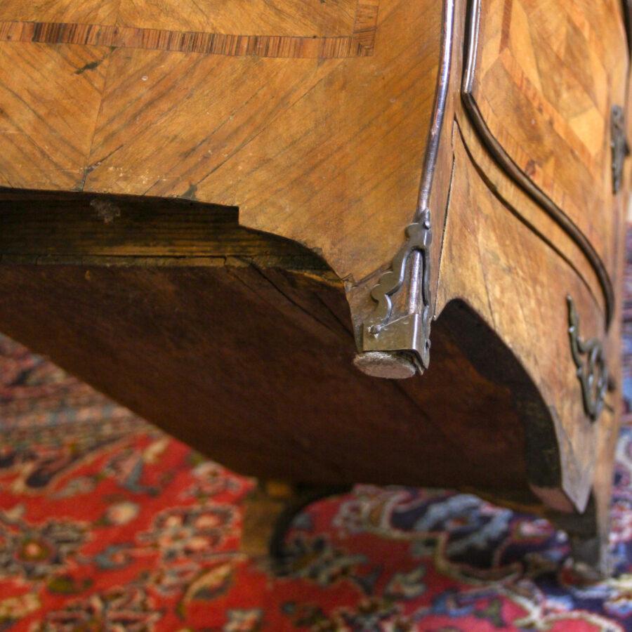 Comodini Inginocchiatoio siciliano Luigi XV in ebano viola e bois de rose